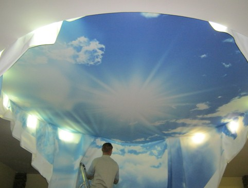 Монтаж потолка небо с облаками